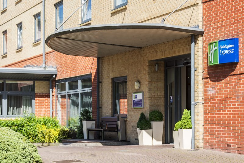 Holiday Inn Express Leicester City-Main Enterance<br/>Image from Leonardo