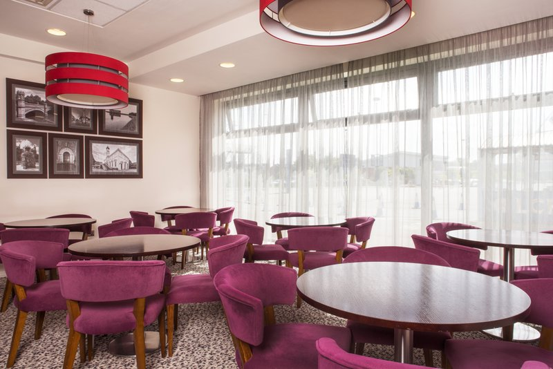 Holiday Inn Express Leicester City-Breakfast / Dining Lounge<br/>Image from Leonardo