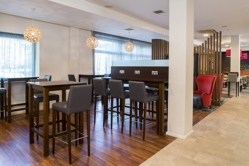 Holiday Inn Express Leicester City-Bar Lounge<br/>Image from Leonardo