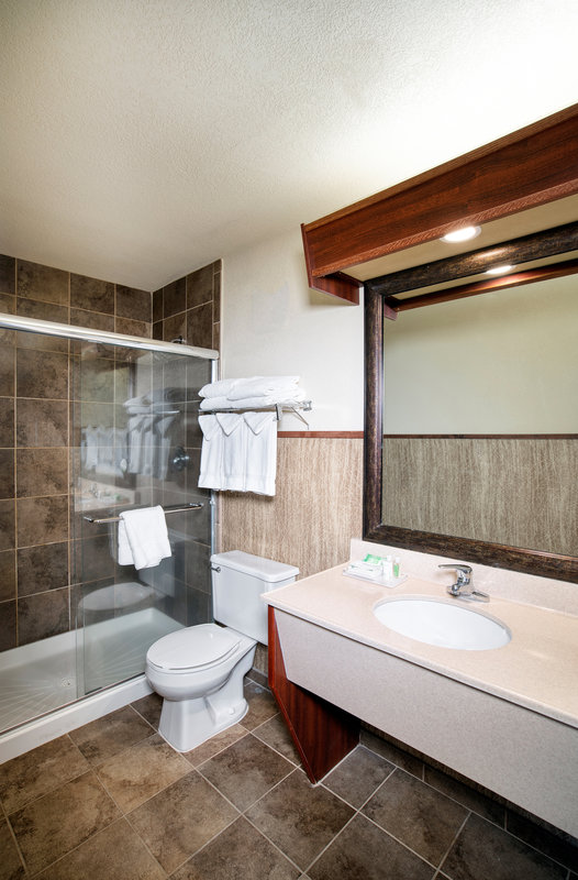 Holiday Inn West Yellowstone-Guest Bathroom<br/>Image from Leonardo