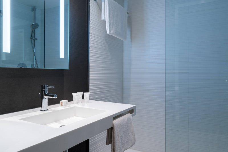 AC Hotel Nice-Guest Room Bathroom<br/>Image from Leonardo