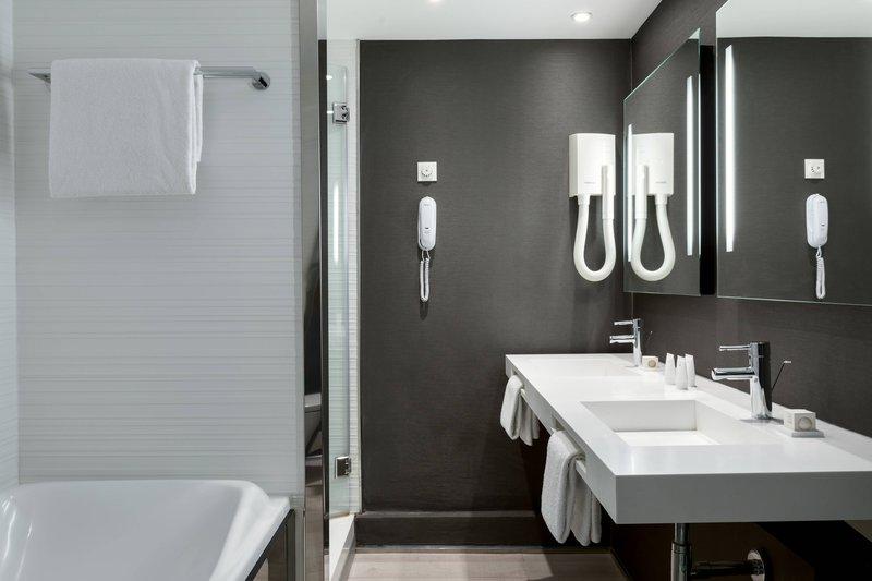 AC Hotel Nice-Partial Sea View Suite - Bathroom<br/>Image from Leonardo