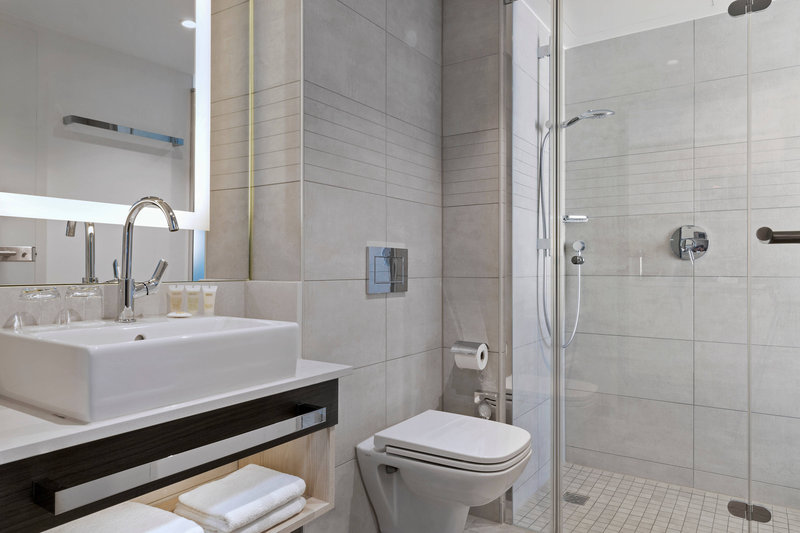 Courtyard Oberpfaffenhofen Munich South-Junior Suite - Bathroom<br/>Image from Leonardo