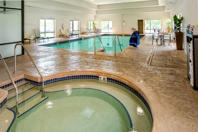 Crowne Plaza Milwaukee Airport-Swimming Pool<br/>Image from Leonardo