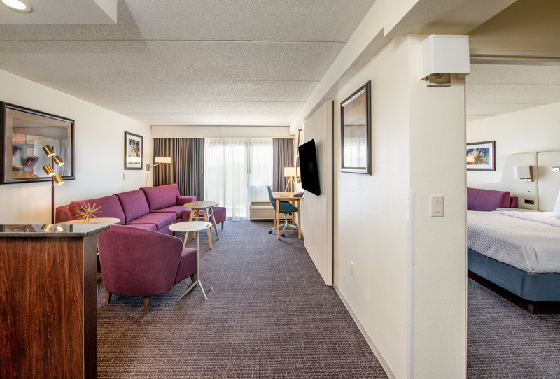Crowne Plaza Milwaukee Airport-Guest Room<br/>Image from Leonardo