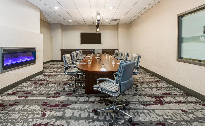 Crowne Plaza Milwaukee Airport-Boardroom<br/>Image from Leonardo