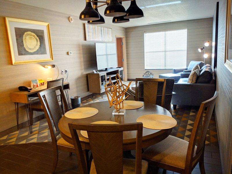 Holiday Inn Ft. Wayne-IPFW & Coliseum-Presidential Suite<br/>Image from Leonardo