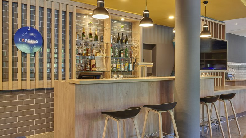 Holiday Inn Express Dortmund-Cozy seating - enjoy a drink at our hotel bar<br/>Image from Leonardo