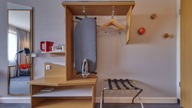 Holiday Inn Express Dortmund-Complimentary hospitality tray and hair dryers in every room<br/>Image from Leonardo