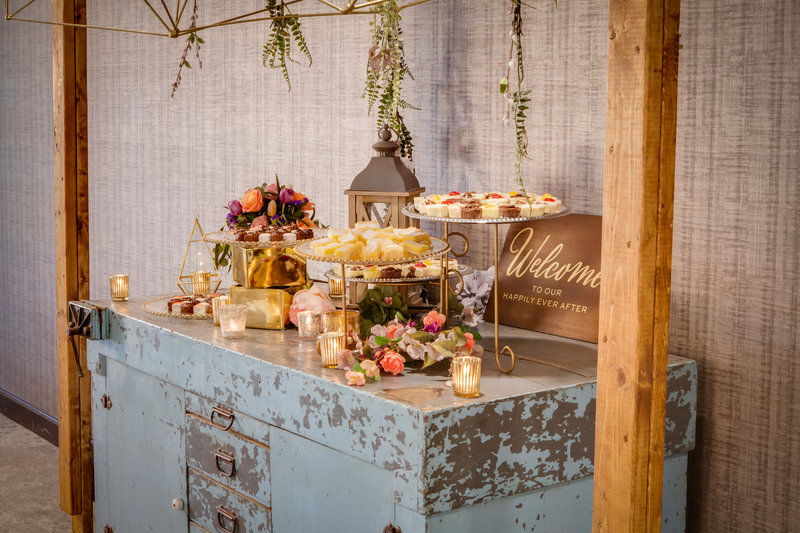 Holiday Inn Milwaukee Riverfront-The small touches are what counts for your wedding in Milwaukee<br/>Image from Leonardo