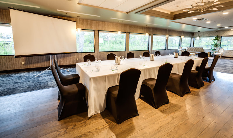 Holiday Inn Milwaukee Riverfront-Host your Milwaukee meeting in our naturally lit meeting space<br/>Image from Leonardo