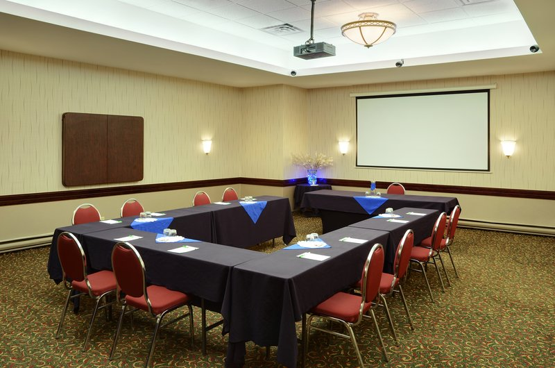 Holiday Inn Hotel & Suites Winnipeg-Downtown-Our banquet room is ready for many different occasion!s<br/>Image from Leonardo