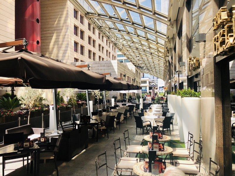 Holiday Inn Naples-Victor's Terrace<br/>Image from Leonardo