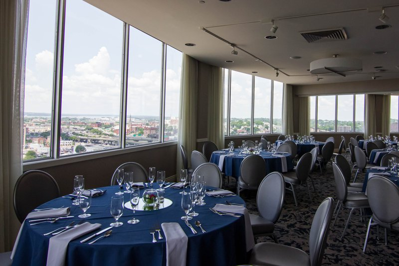 Crowne Plaza Syracuse-Horizons meeting space with a breathtaking view of Syracuse.<br/>Image from Leonardo