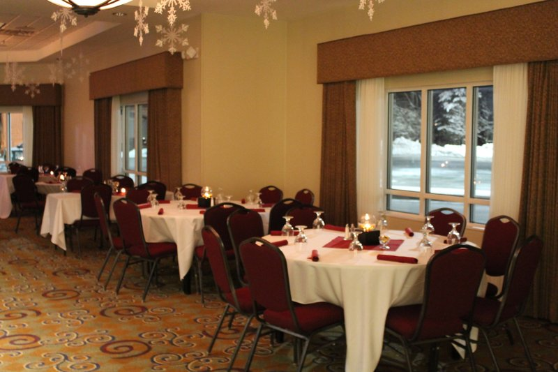 Holiday Inn Conference Center Marshfield-Pre function space<br/>Image from Leonardo