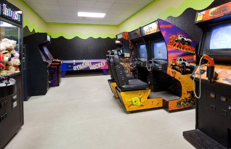 Holiday Inn Conference Center Marshfield-Game Room<br/>Image from Leonardo