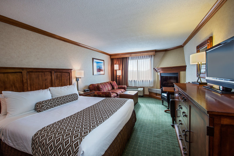 Crowne Plaza Lake Placid-King Bed Guest Room with Pullout Couch & Fireplace<br/>Image from Leonardo