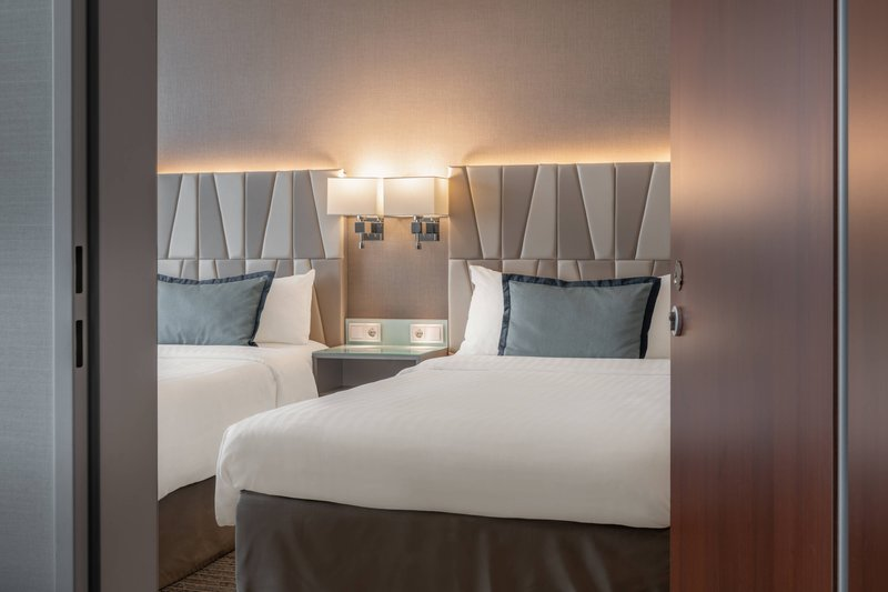 Courtyard Munich City Center-Twin/Twin Connecting Guest Room<br/>Image from Leonardo