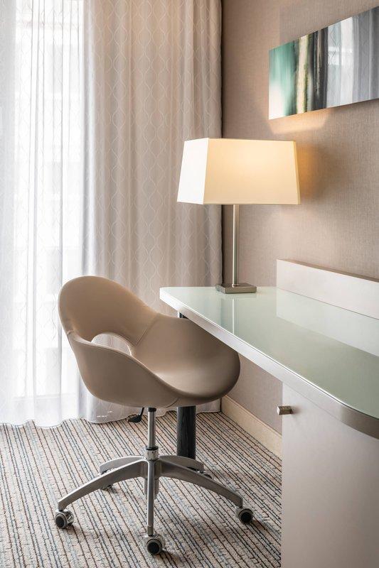 Courtyard Munich City Center-Guest Room - Work Desk<br/>Image from Leonardo