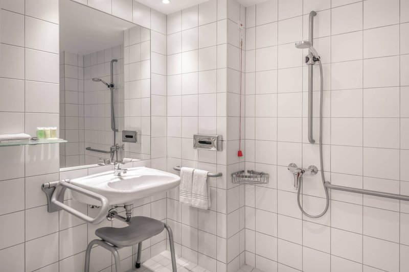 Courtyard Munich City Center-Accessible Bathroom - Roll-In Shower<br/>Image from Leonardo
