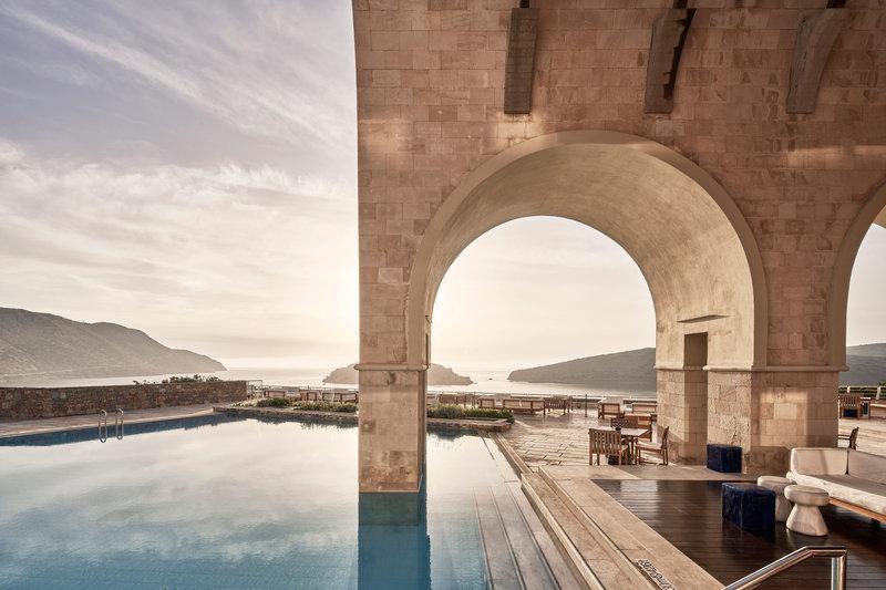 Blue Palace; a Luxury Collection Hotel-Arsenali Lounge Bar<br/>Image from Leonardo