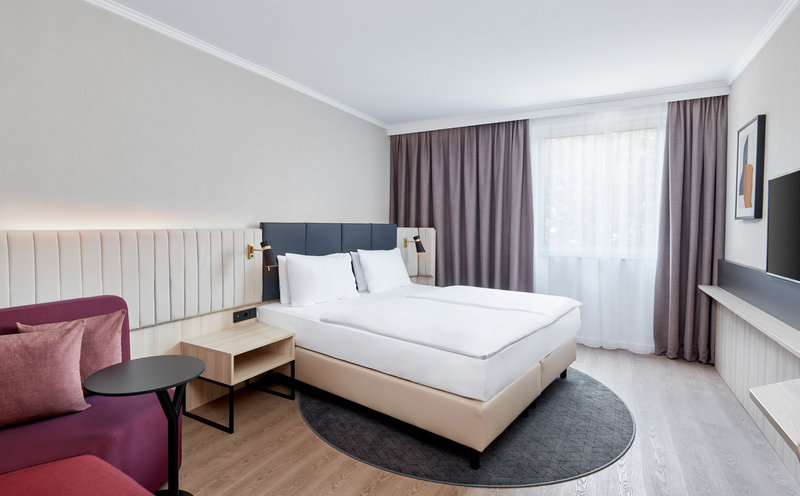 Crowne Plaza Hamburg - City Alster-Deluxe Room<br/>Image from Leonardo