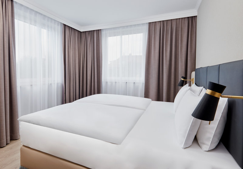 CROWNE PLAZA HAMBURG CITY ALSTER-Junior Suite<br/>Image from Leonardo