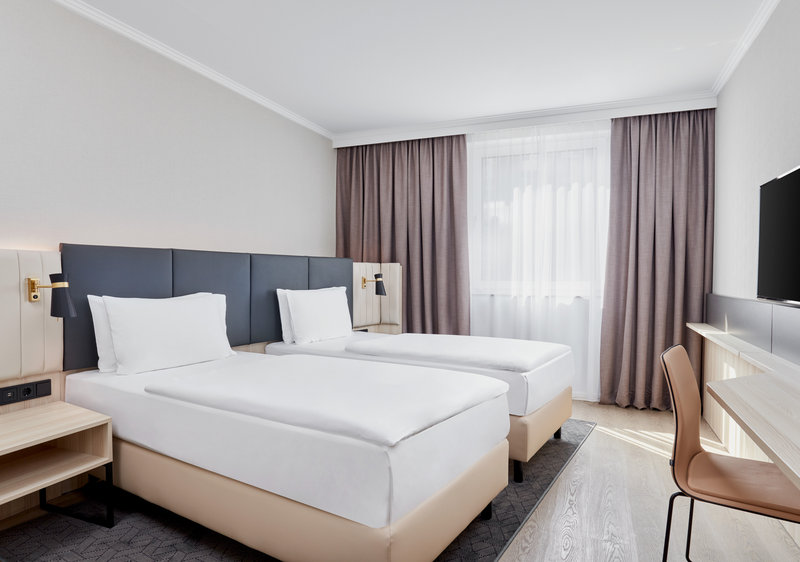 CROWNE PLAZA HAMBURG CITY ALSTER-Double Bed Guest Room<br/>Image from Leonardo