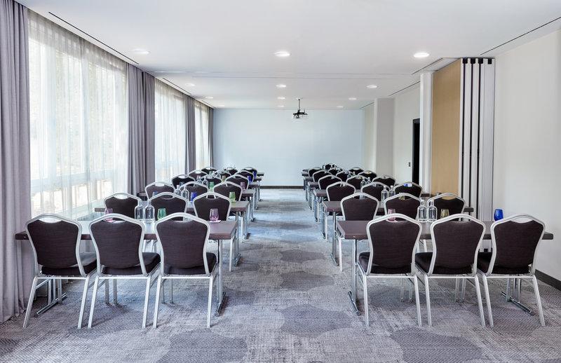 Crowne Plaza Hamburg - City Alst-Meeting Room<br/>Image from Leonardo