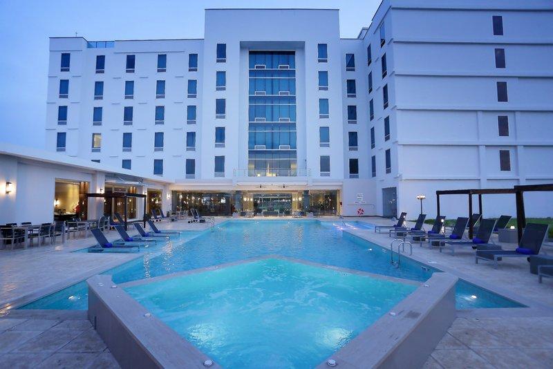 Crowne Plaza Panama Airport-Swimming Pool at Airport Hotel Panama Crowne Plaza<br/>Image from Leonardo