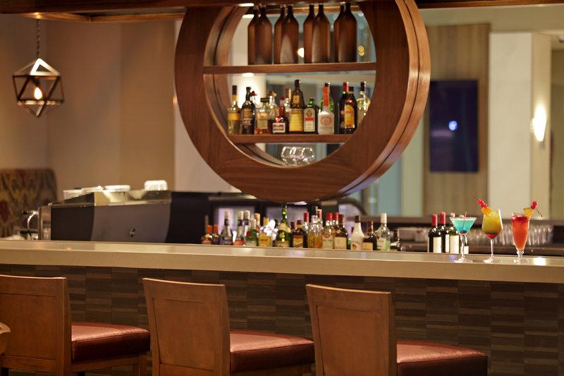 Crowne Plaza Panama Airport-Lobby Bar at Airport Hotel Crowne Plaza Panama Airport<br/>Image from Leonardo