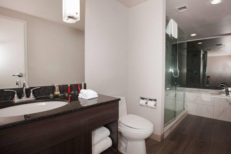 Marriott Niagara Falls on the Falls-Suite Bathroom<br/>Image from Leonardo