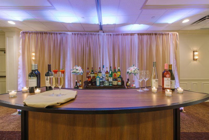 Holiday Inn Mt. Kisco-Portable bar allows customizable room set ups for your event!<br/>Image from Leonardo