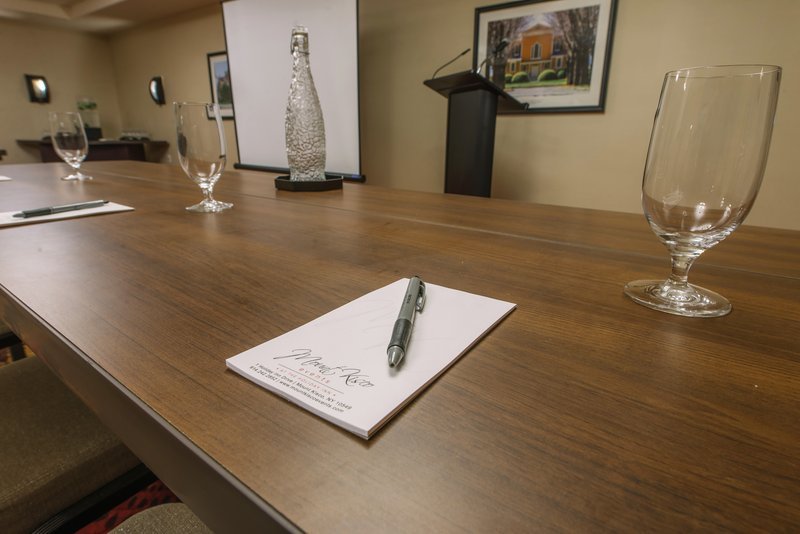 Holiday Inn Mt. Kisco-Meeting Room<br/>Image from Leonardo