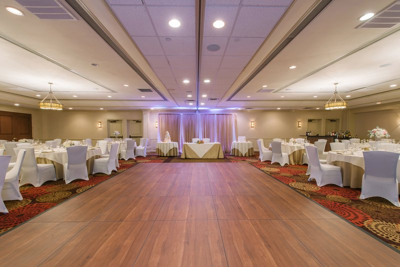 Holiday Inn Mt. Kisco-Dance the night away at your Dream Wedding with Mount Kisco Events<br/>Image from Leonardo