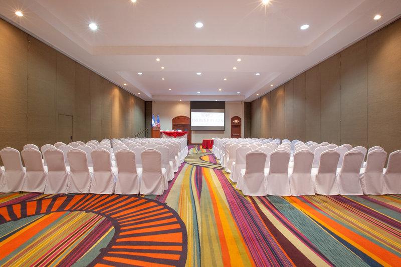 Crowne Plaza San Salvador-Caribe Meeting Room<br/>Image from Leonardo