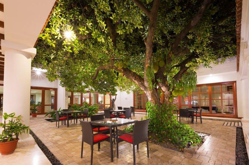 Crowne Plaza San Salvador-Guest Patio<br/>Image from Leonardo