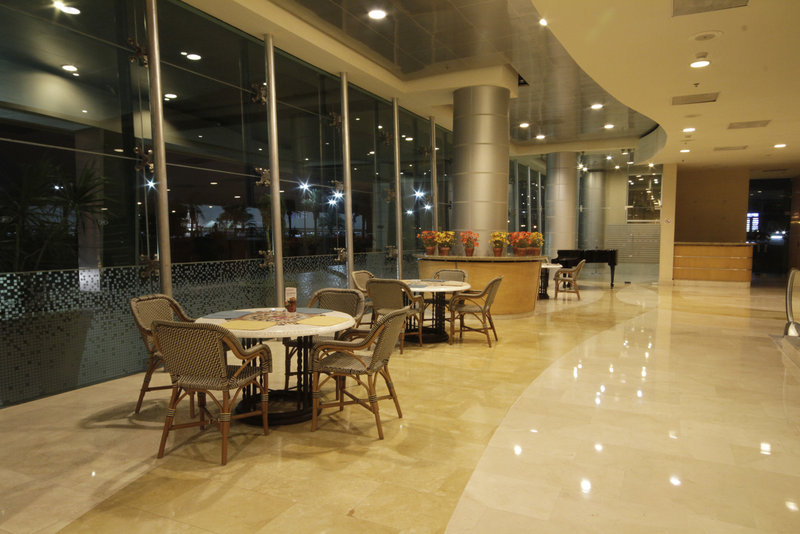 Crowne Plaza Torreon-Lobby Bar<br/>Image from Leonardo