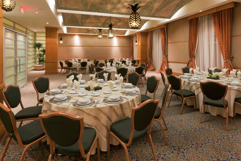 Crowne Plaza Torreon-Banquet Room<br/>Image from Leonardo