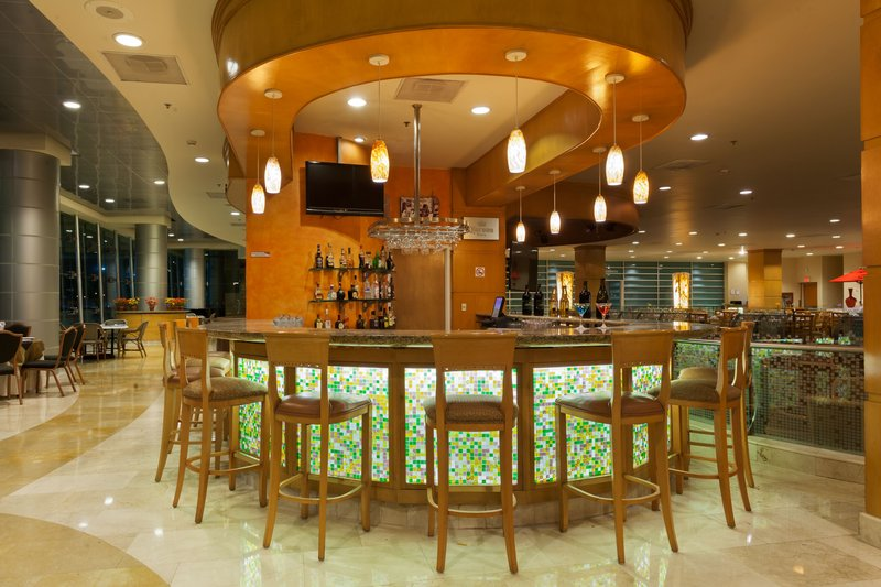Crowne Plaza Torreon-Enjoy a drink at the modern Bar<br/>Image from Leonardo