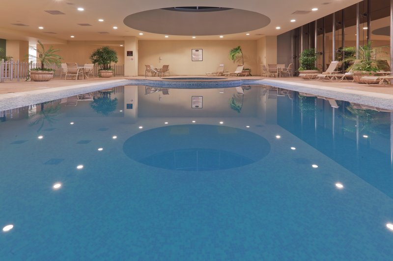 Crowne Plaza Torreon-Swimming Pool<br/>Image from Leonardo