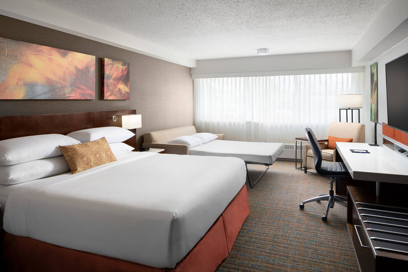 Delta Hotel Calgary South-Deluxe King Room<br/>Image from Leonardo