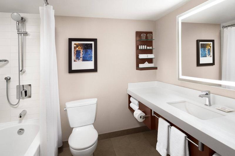 Delta Hotel Calgary South-Delta Standard Room<br/>Image from Leonardo