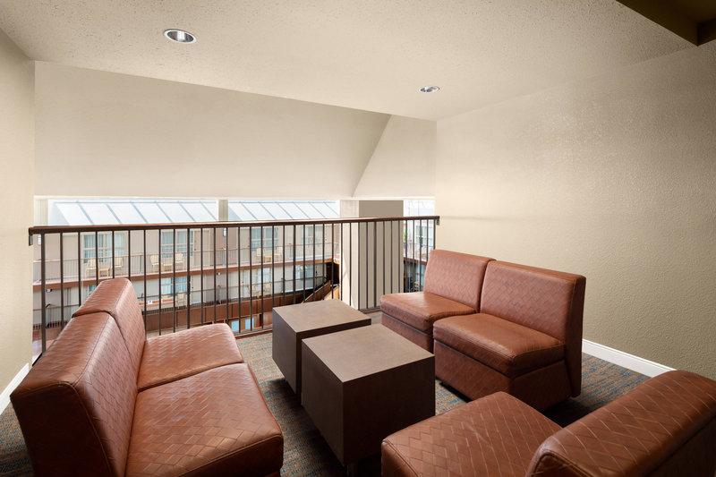 Delta Hotel Calgary South-Loft Suite<br/>Image from Leonardo
