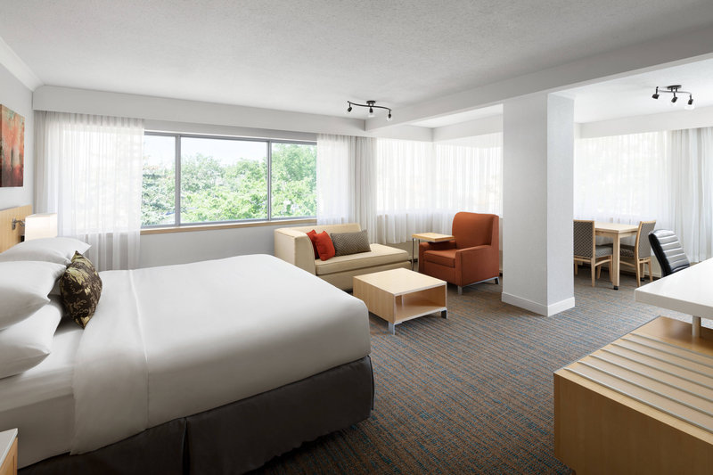 Delta Hotel Calgary South-Club Corner Suite<br/>Image from Leonardo