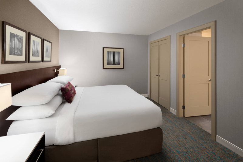 Delta Hotel Calgary South-Club Jacuzzi Suite<br/>Image from Leonardo