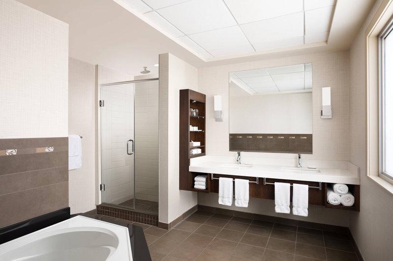 Delta Hotel Calgary South-Loft Suite Bathroom<br/>Image from Leonardo