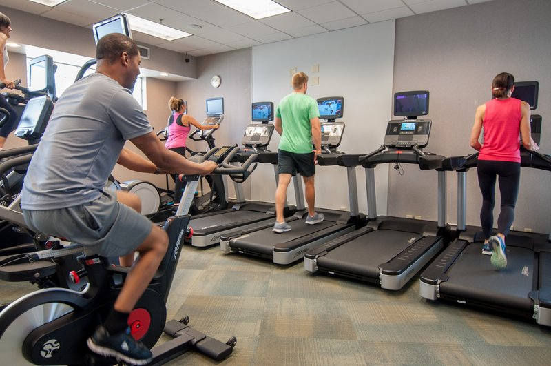 Crowne Plaza Executive Center Baton Rouge-Choose from an array of cardio machines.<br/>Image from Leonardo