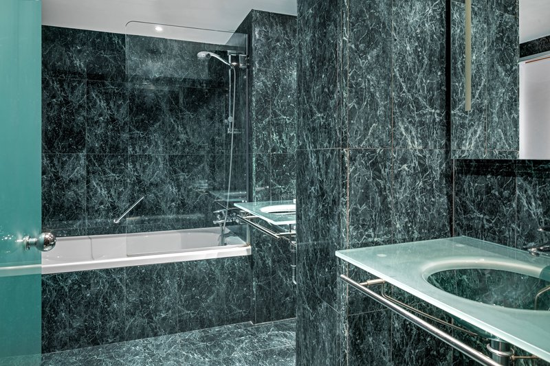 AC La Rioja-Superior Guest Room - Bathroom<br/>Image from Leonardo