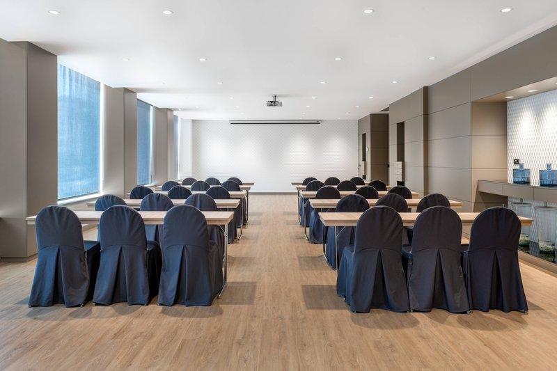 AC La Rioja-Gran Forum Meeting Room<br/>Image from Leonardo
